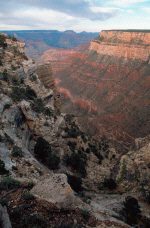 grandcanyon14-long-way-down.jpg (351708 bytes)